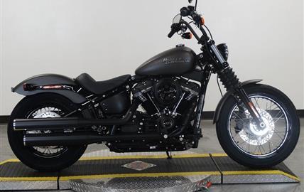 Harley-Davidson Softail Street Bob Dark Custom